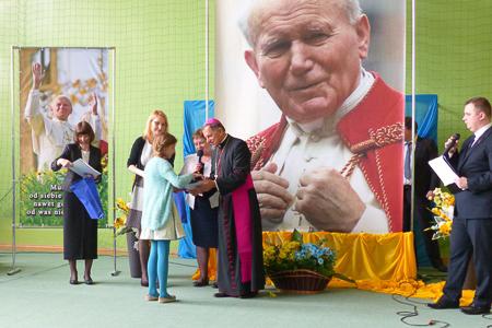 """Protokół zprzebiegu VI Międzyszkolnego Konkursu wiedzy oJanie Pawle II """"Święty Jan Paweł II – całkowicie oddany Maryi"""""""